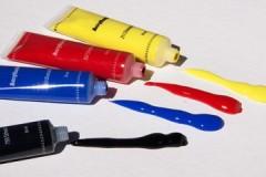 Обзор методов и средств, чем можно эффективно отмыть акриловую краску