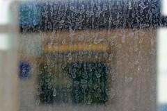 Хозяйкам на заметку: как убрать со стекла известковый налет?