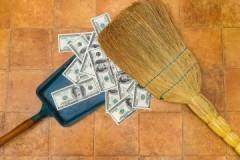 Жильцам на заметку: сколько стоит уборка подъезда в многоквартирном доме
