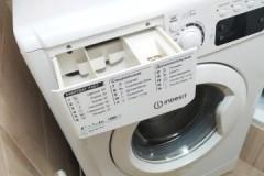 Несложная инструкция, как вытащить лоток для порошка из стиральной машины Индезит