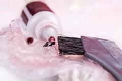 Маленькие хитрости, чем отстирать краску для волос с одежды