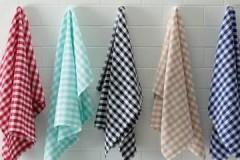 Проверенные временем способы, как отстирать кухонные полотенца от застарелых жирных пятен
