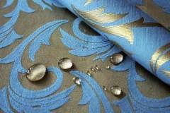 Нужно ли и как правильно стирать шторы блэкаут руками и в машинке?