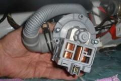 Как самостоятельно произвести замену насоса стиральной машины Electrolux?
