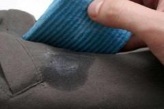 Рекомендации опытных хозяек, как вывести жирное пятно со штанов или брюк