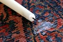 Обойдемся без химчистки: как и чем можно убрать воск с ковра в домашних условиях?