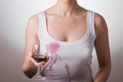 Советы и способы, как отстирать следы от красного вина с белой одежды