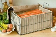 Правила и варианты, как и в чем хранить морковь на балконе