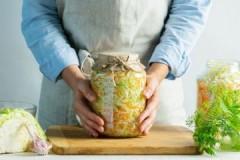 Важные условия, при какой температуре можно и нужно хранить квашеную капусту
