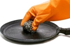 Рецепты и способы, как очистить чугунную сковородку от черного нагара в домашних условиях
