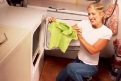 Как растянуть футболку, если она села после стирки: проверенные способы и методы