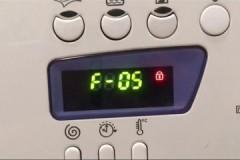 Почему стиральная машина Индезит выдает ошибку F05, как найти и устранить неполадку?