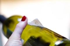 7 способов, как убрать клей от этикетки с бутылки
