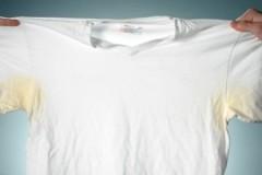 ТОП-10 способов, как отстирать белые футболки от желтых пятен пота