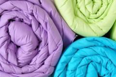Грамотный уход: как стирать синтепоновое одеяло и не испортить его?