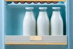 Вопрос свежести: сколько хранится натуральное, кипяченое, пастеризованное коровье молоко в холодильнике?