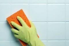 Маленькие хитрости, как бережно и эффективно очистить плитку от клея