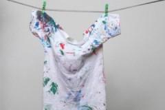 Чем быстро и эффективно отстирать акварельную краску с одежды?