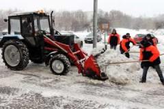 Достоинства, как проводится и стоимость уборки территории трактором