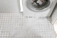 Почему в процессе работы течет стиральная машина Индезит, как устранить неисправность?