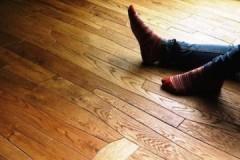 Рекомендации специалистов, как убрать скрип деревянного пола в квартире, не разбирая его