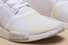 Что делать, если любимые белые кроссовки пожелтели после стирки, как вернуть им белизну?