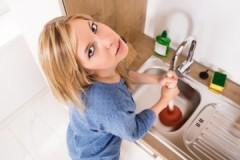 Рекомендации специалистов, как устранить засор в раковине на кухне в домашних условиях