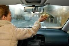 Ассортимент средств и способов, как убрать запотевание стекол в автомобиле
