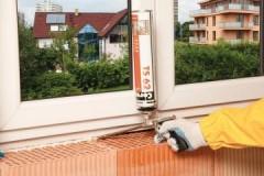 Эффективные способы, как и чем очистить монтажную пену с пластиковых окон