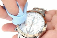 Советы опытных часовщиков, как самостоятельно убрать царапины со стекла часов
