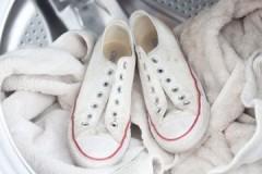 Несложные, но важные правила, как стирать тканевые кроссовки руками и в машинке-автомат
