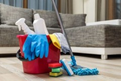 Плюсы и минусы, целесообразность проведения сухой и влажной уборки