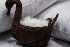 Деликатное обращение, или можно ли стирать подушки из лебяжьего пуха в стиральной машине и руками