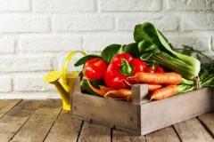 Разновидности, плюсы и минусы ящиков для хранения овощей