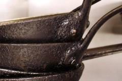 Советы опытных хозяек, как убрать нагар со сковороды снаружи в домашних условиях