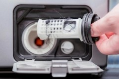 Несложные рекомендации, как почистить сливной фильтр в стиральной машине Самсунг