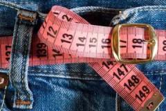Маленькие хитрости, как постирать растянутые джинсы, чтобы они сели