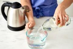 Несколько действенных способов, как убрать накипь в чайнике уксусом