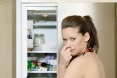 Обзор эффективных средств для устранения запаха внутри холодильника