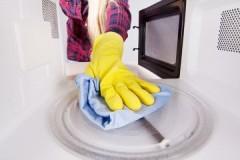Быстро и безопасно, или как почистить микроволновку внутри от жира с помощью лимонной кислоты в домашних условиях