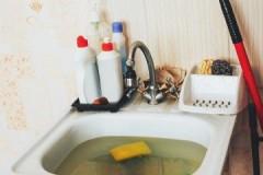 Рецепты и методы, как прочистить засор в раковине в домашних условиях самостоятельно