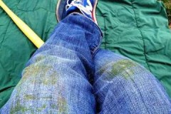Проверенные рецепты и способы, как отстирать джинсы от травы в домашних условиях