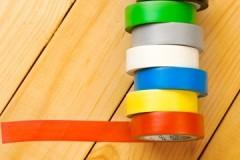 Как аккуратно и эффективно убрать скотч с пластиковых окон и не повредить покрытие?